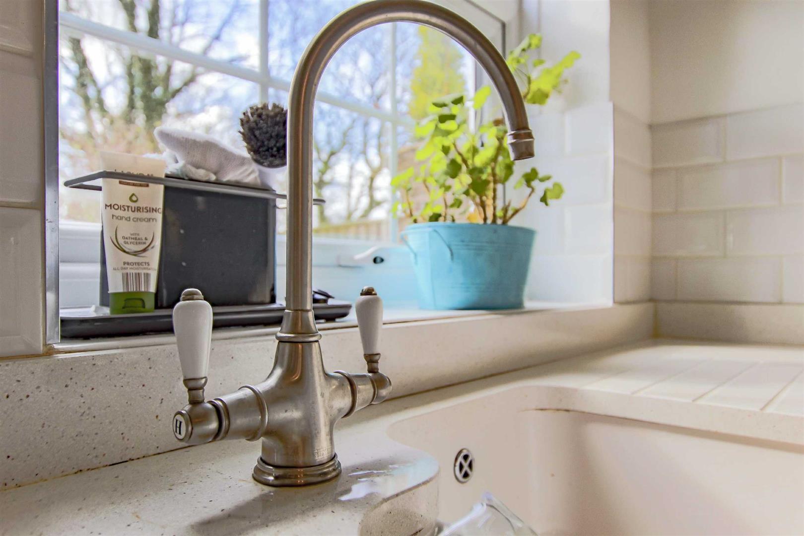 4 Bedroom Detached House For Sale - p033686_33.jpg